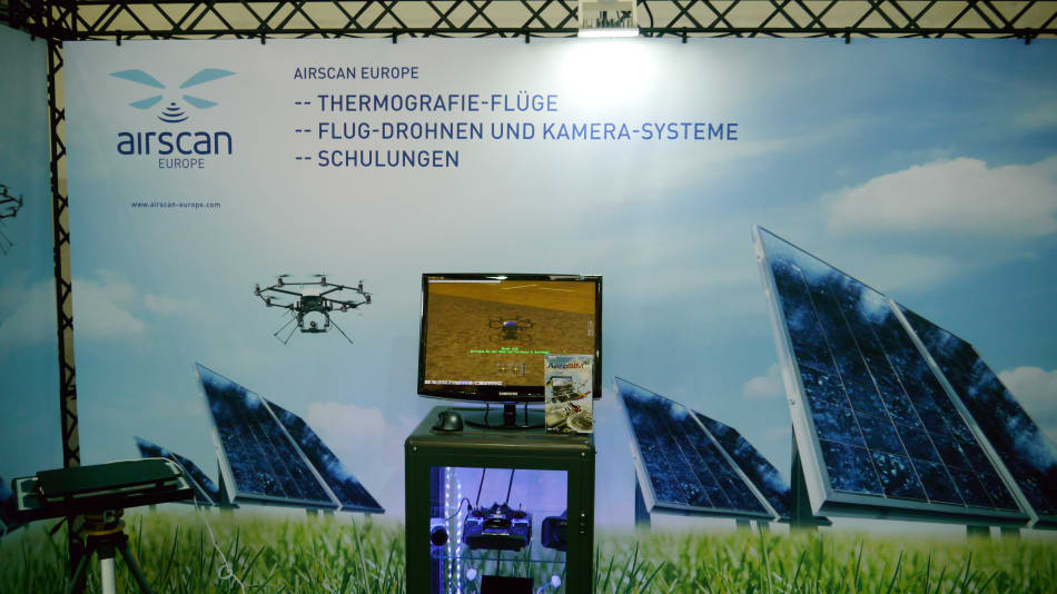 Drones with camera systems for video and Thermography Recordings presenting AeroSIM-RC